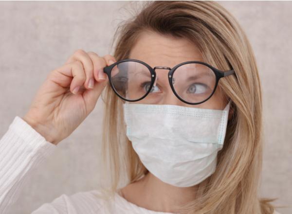 Πώς να φοράτε μάσκα προσώπου χωρίς να θολώνετε τα γυαλιά σας;