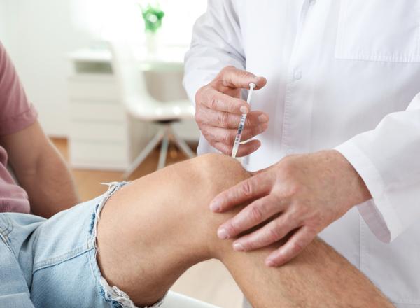 Ενέσεις ή αρθροπλαστική γόνατος; Ποια είναι η καλύτερη επιλογή για την οστεοαρθρίτιδα;